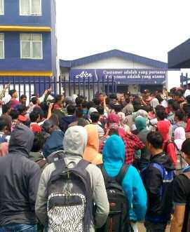 Indonesië arbeidsters van AICE-ijsfabriek.png